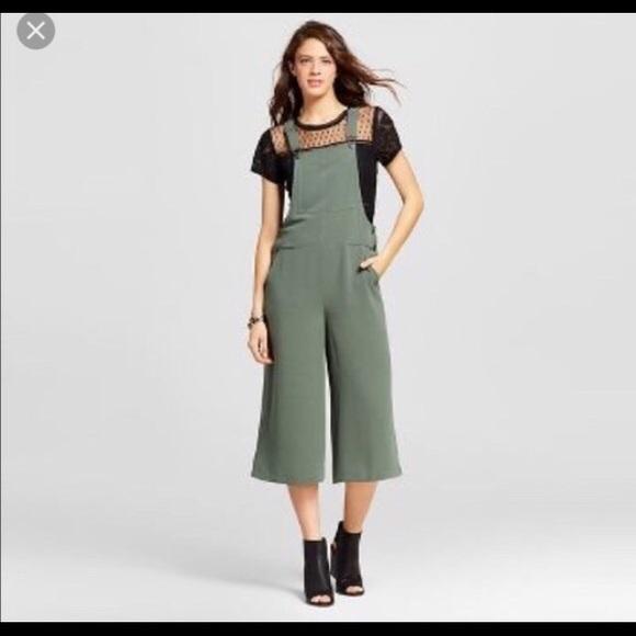 836583713b42 Olive Green Gaucho Crop Overalls. M 5b42cb274ab6337eb280d4cd